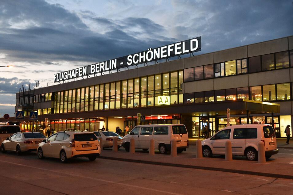 Wegen einer Weltkriegsbombe konnten in Schönefeld Flugzeuge für eine Weile weder starten noch landen.