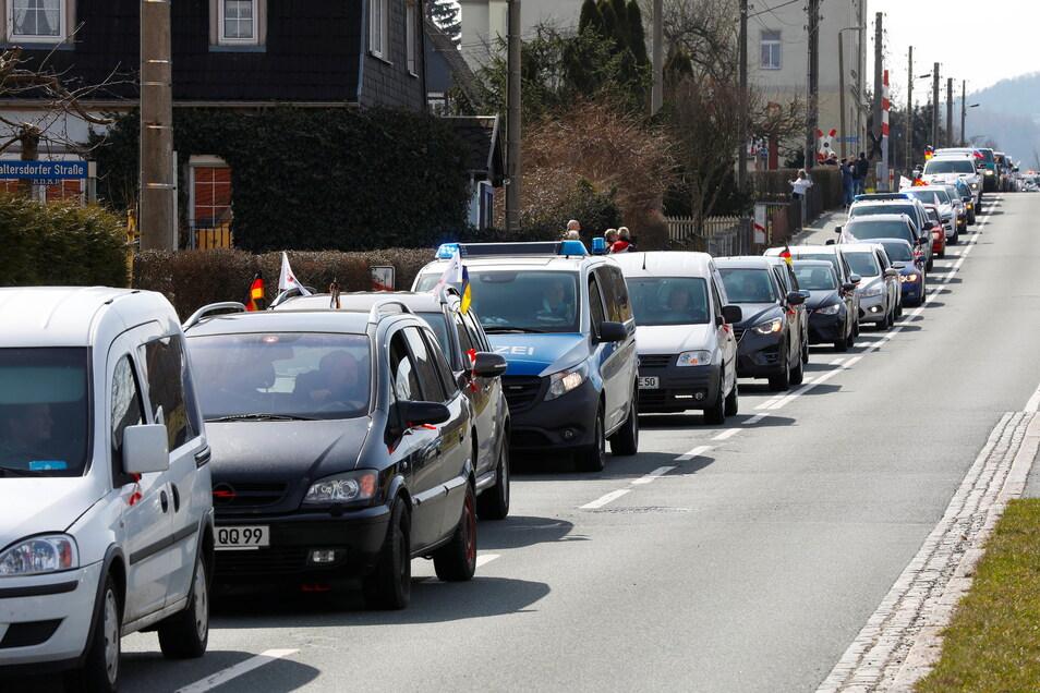 Der erste Autokorso traf am Sonntag von Görlitz aus gegen 11.45 Uhr in Großschönau ein.