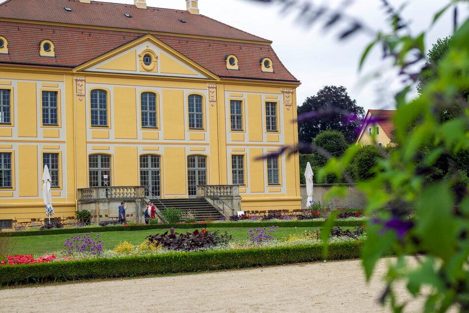 Die Schirme zu, die Gaststätte auch: das Friedrichschlösschen im Barockgarten.
