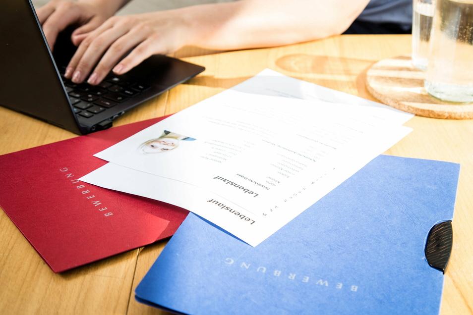 Für viele Schüler steht demnächst die Bewerbung für eine Ausbildung an. Eine Atlas der IHK soll bei der Berufsorientierung helfen.