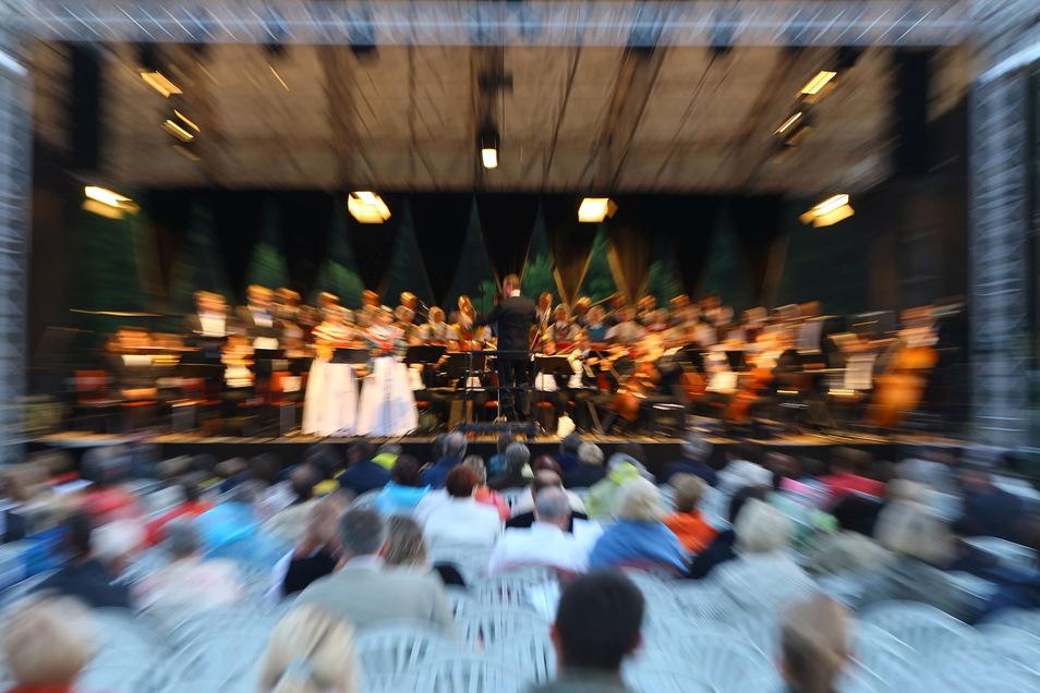 Das Musikfest Schmochtitz zog in den vergangenen Jahren regelmäßig hunderte Menschen an. Wegen Corona fällt es jetzt zum zweiten Mal aus.