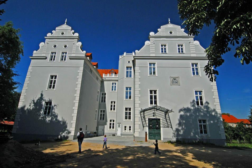 Im Schloss Gersdorf soll die Freie Schule Einzug halten. Es muss aber zunächst saniert werden.