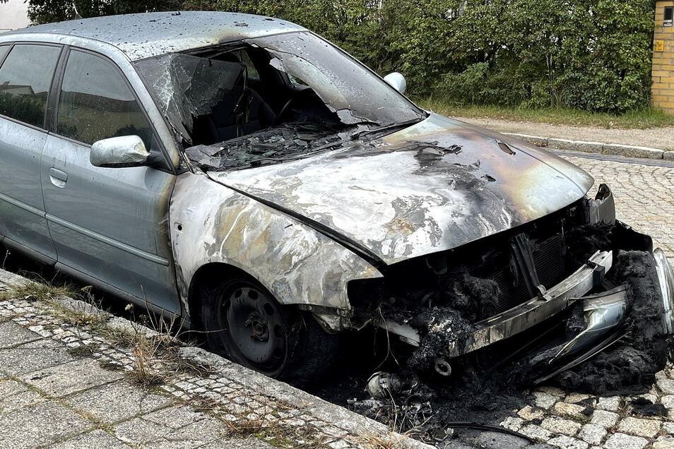 Der Audi A3 hat auf der Friedrich-Engels-Straße in Görlitz-Weinhübel gebrannt.