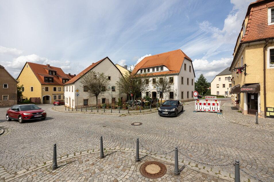 Die Absperrung zur Niedertorstraße ist ein Vorbote der Vollsperrung des Niedertorplatzes in Dippoldiswalde, die ab nächster Woche kommt.