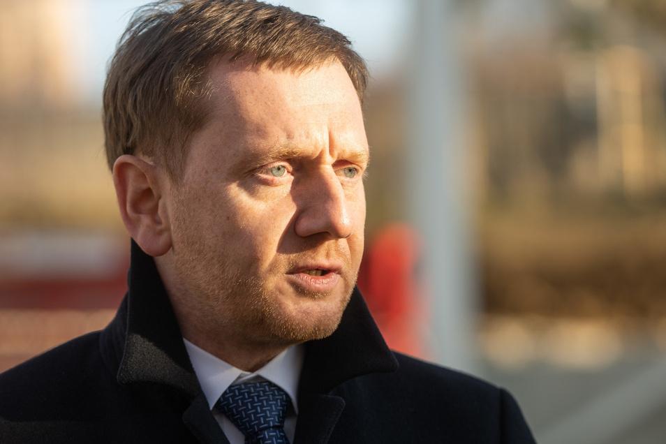 Sachsens Ministerpräsident Michael Kretschmer (CDU) kritisiert seine Parteigenossen in Thüringen.