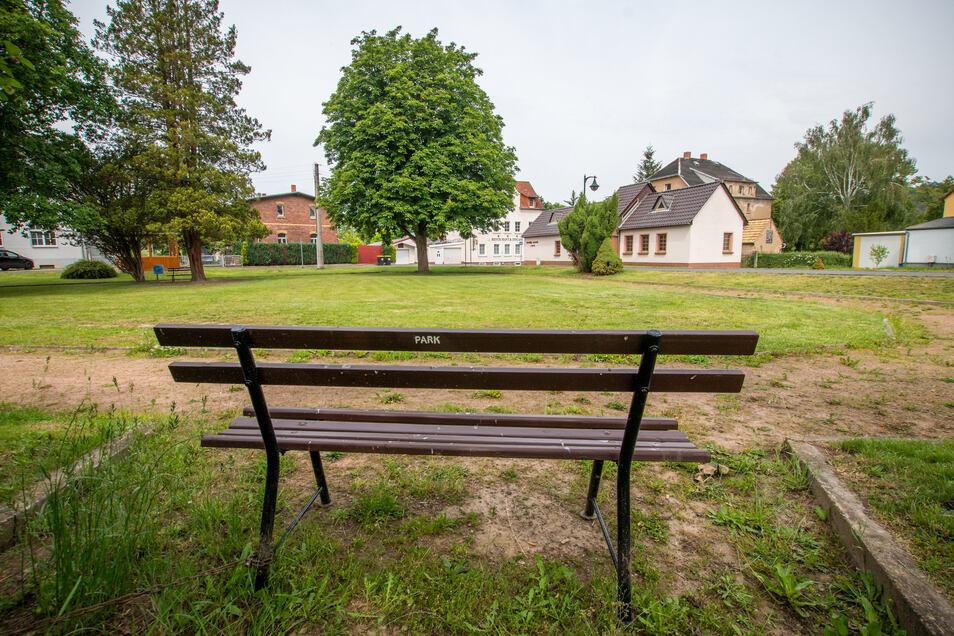 Von einer Neugestaltung der Parkanlage am Bahnhof in Westewitz ist schon länger die Rede. Der Platz soll als zentrale Begegnungsstätte der Dorfbewohner hergerichtet werden.