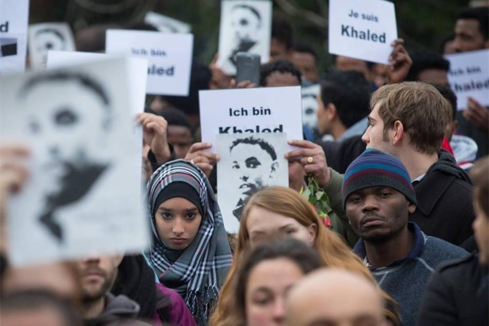 Die Demonstration sollte als Zeichen der Solidarität mit asylsuchenden und geflüchteten Menschen in Dresden verstanden werden.