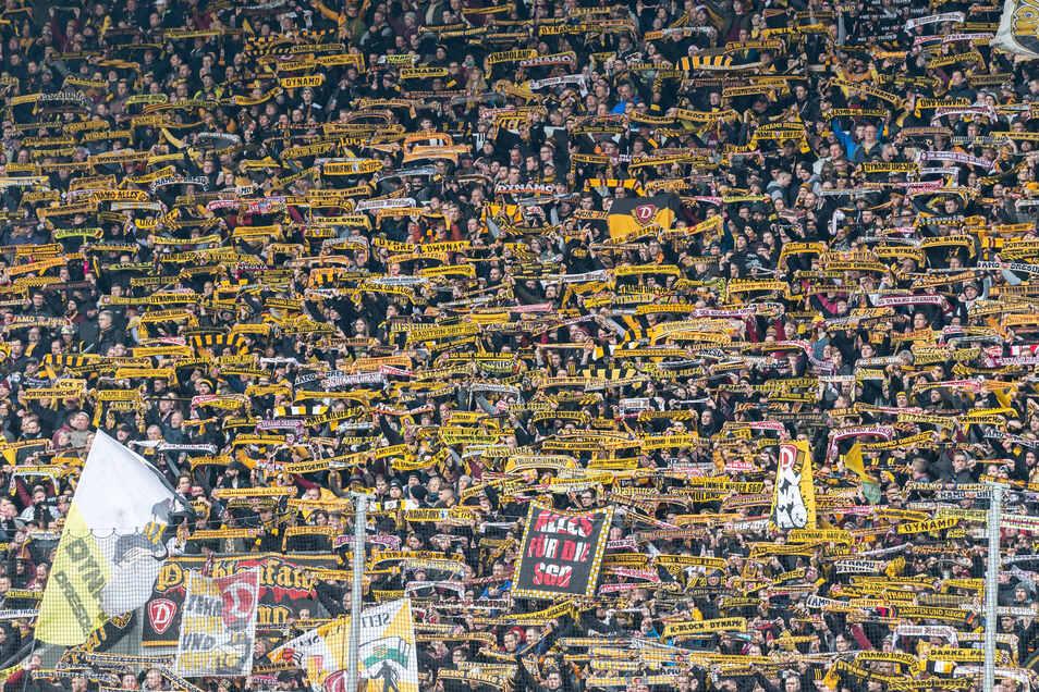 Es ist der bislang letzte Eindruck von der Stimmung: Beim 2:1-Sieg gegen Aue war das Rudolf-Harbig-Stadion ausverkauft. Derzeit dürften jedoch keine Zuschauer rein.