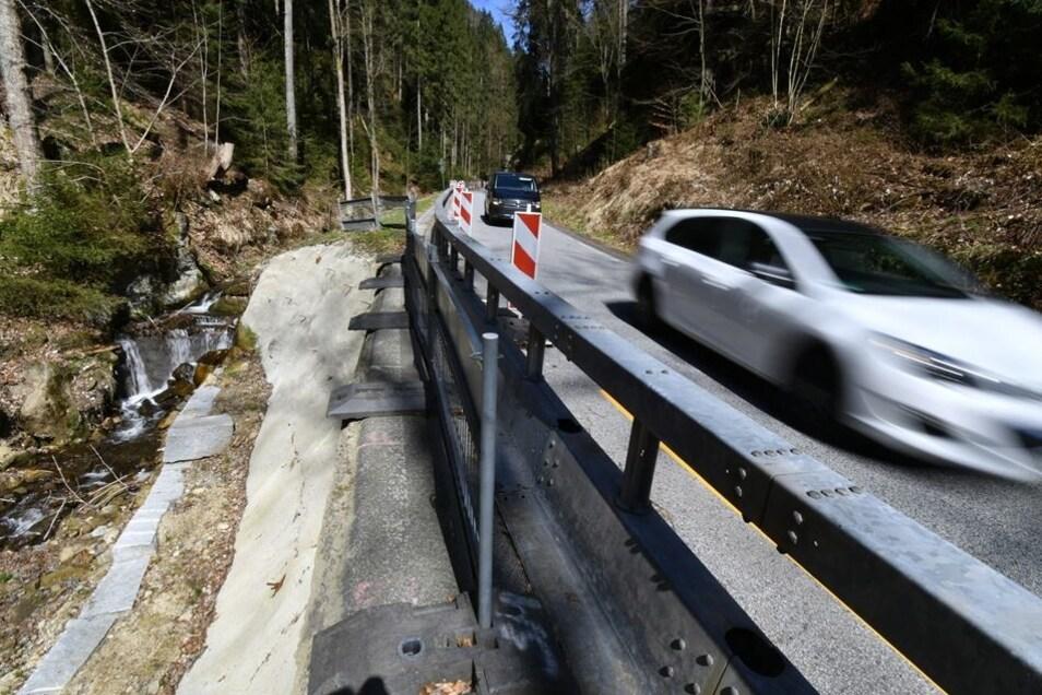 Die Sense zwischen Porschdorf und Hohnstein hat im Landratsamt Priorität. Ab Juni wird die Straße für Bauarbeiten drei Monate lang vollgesperrt.