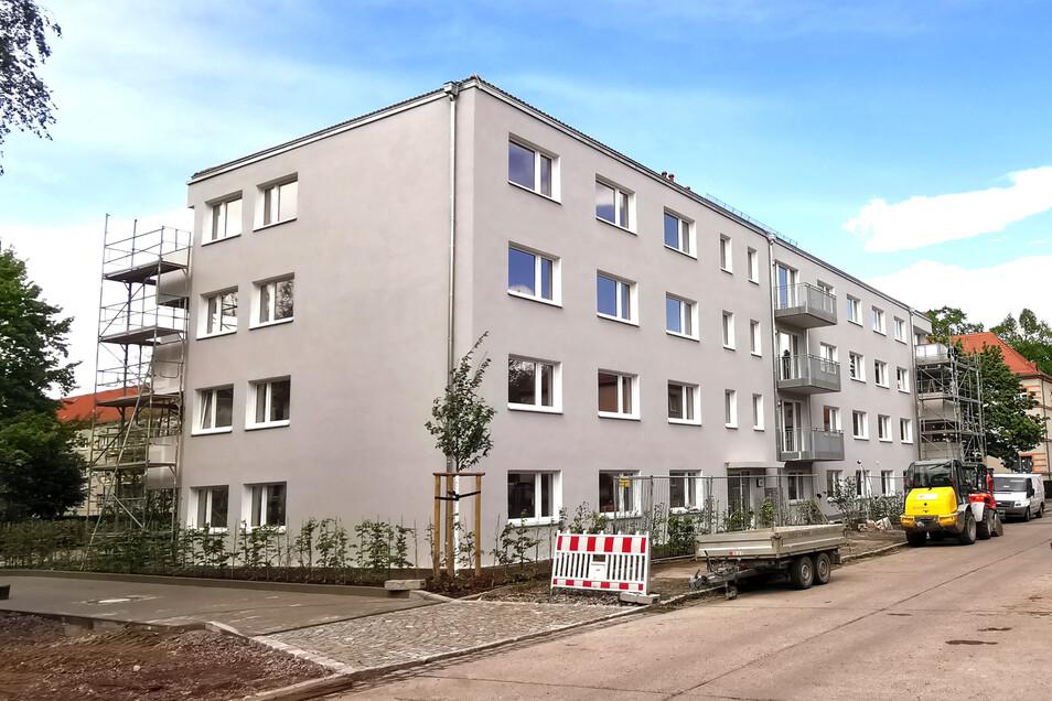 Hier ist Platz für 22 Haushalte: In der Ulmenstraße wird demnächst das erste Wohnhaus fertig, in dem die Stadt Sozialwohnungen anbietet.