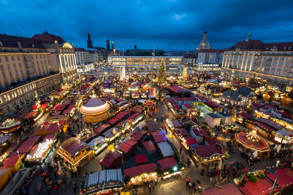 Auch im Zeichen der Corona-Pandemie soll es in diesem Jahr den Dresdner Striezelmarkt geben.
