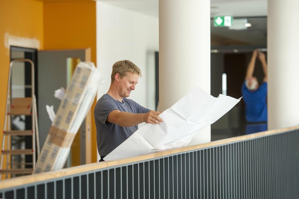 Michael Schierig, der EDV-Spezialist der Wilsdruffer Stadtverwaltung, bringt WLan in die Schule.
