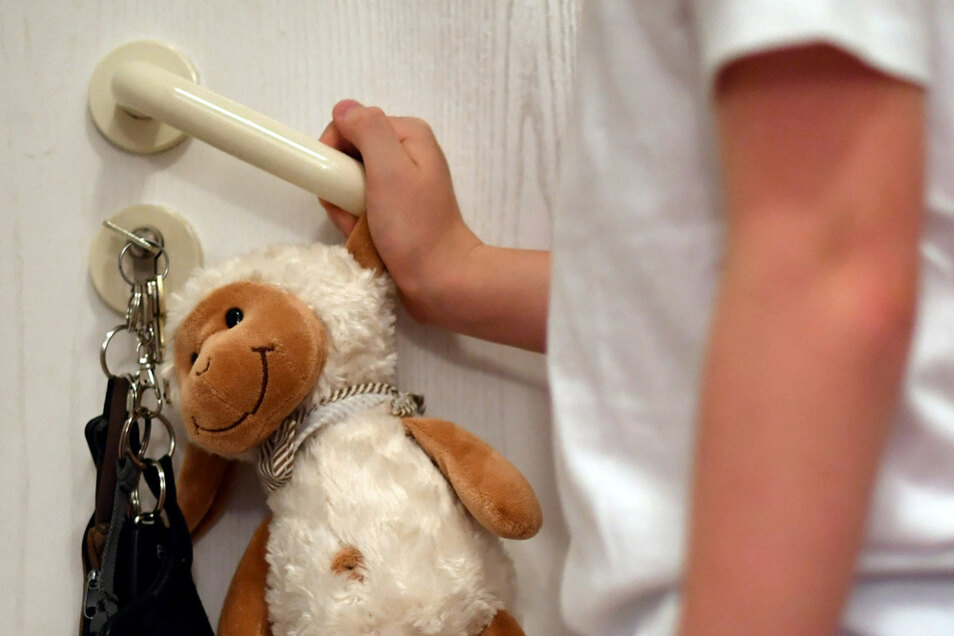 Kinder, die in ihren Familien häusliche Gewalt erleben, haben es jetzt im Hausarrest besonders schwer.