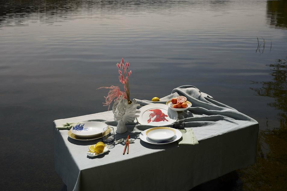 Eine Werbe-Kampagne mit maritimen Motiven unterstützt den Markteintritt des neuen Meissen-Geschirrs. Gerd Kastenmeier hat für sein Fischrestaurant im Dresdner Taschenbergpalais 160 Teile geordert.