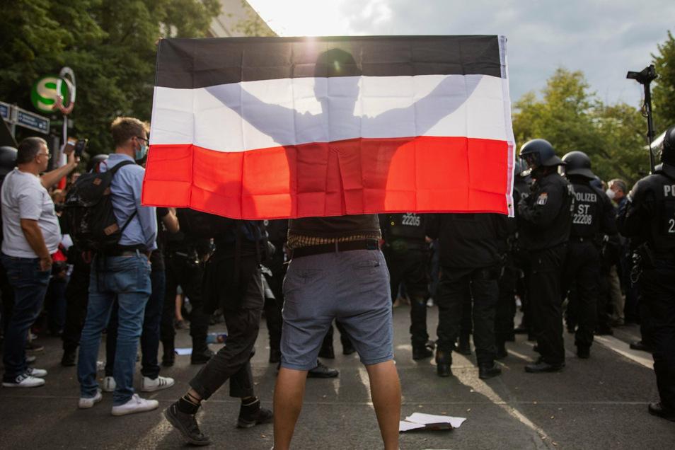Bayerns Ministerpräsident Markus Söder hat ein Verbot der Reichskriegsflagge im Freistaat angekündigt.
