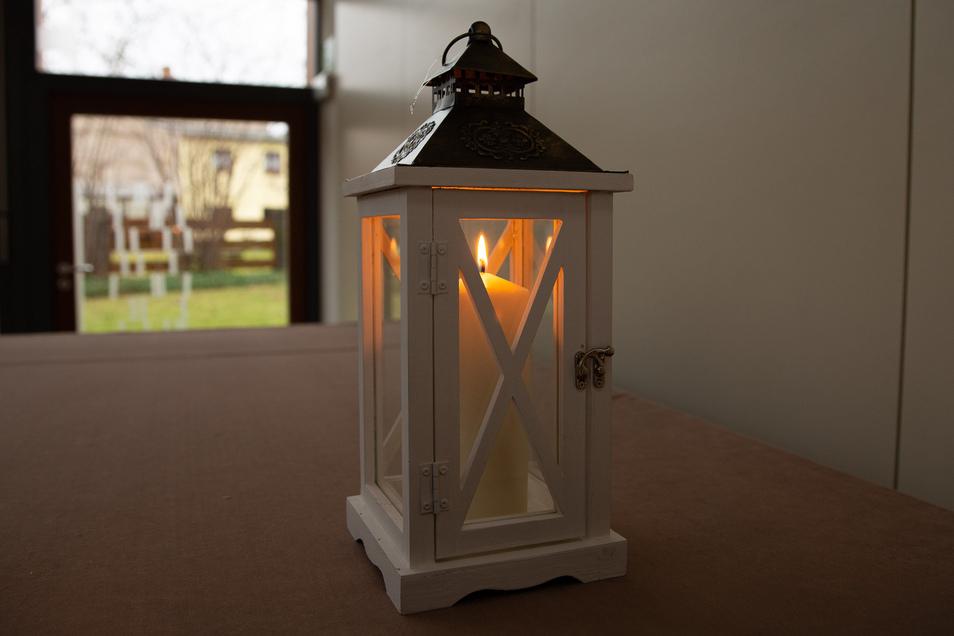 Im Dezember wird diese Laterne in Heidenau jeden Tag an einem anderen Ort leuchten.
