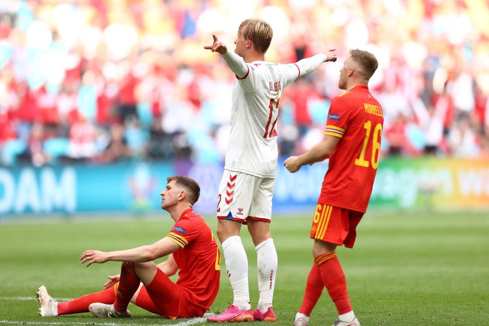 Dänemark um Kasper Dolberg (Mitte) gewann gegen Wales 4:0.. Während Tausende dänischen Fans nach Amsterdam reisen durften, musste der Großteil der walisischen Anhänger zu Hause auf der Insel bleiben.