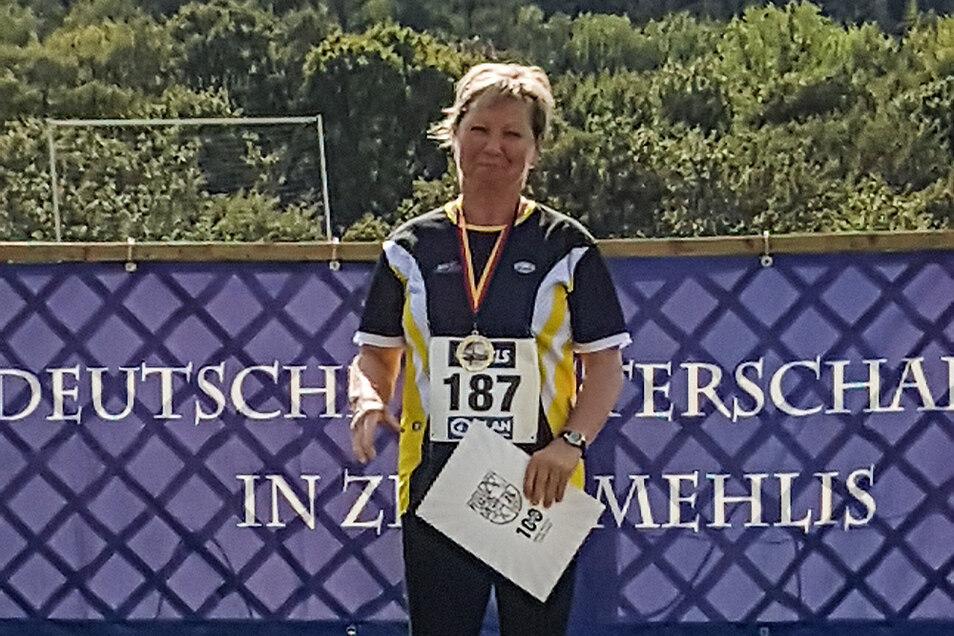 Bei den erstmals ausgetragenen Deutschen Meisterschaften im Gewichtwurf erkämpfte Rosel Menzel eine Goldmedaille.