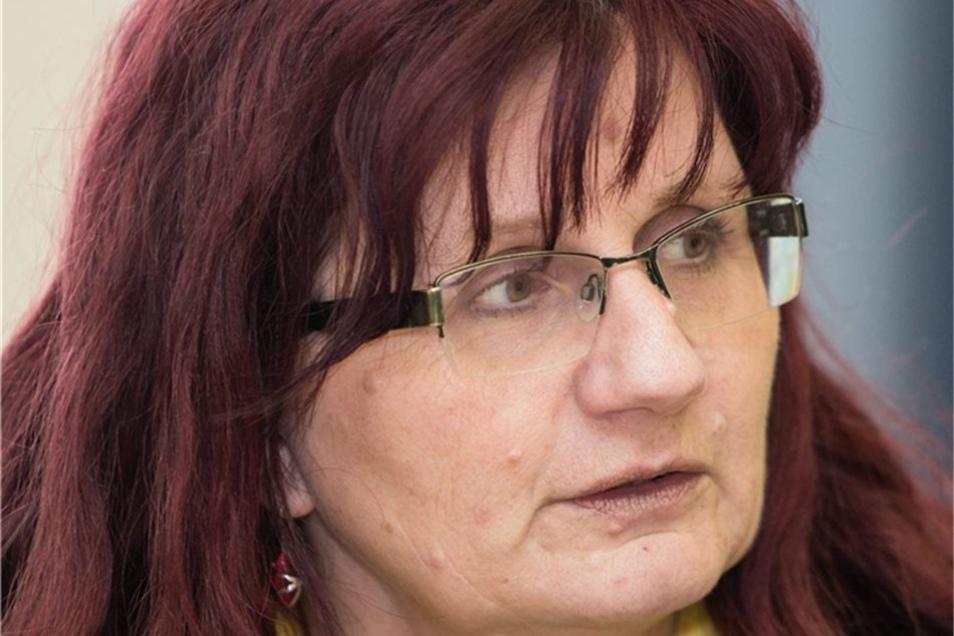 Heike Nitzsche: Seit 1990 unterrichtet die aus Brandenburg stammende Lehrerin in Dresden überwiegend Gemeinschaftskunde, seit neun Jahren an der 128. Oberschule. Die 54-Jährige gehört seit 2002 zum derzeit fünfköpfigen Team von Demokratiepädagogen für Sac