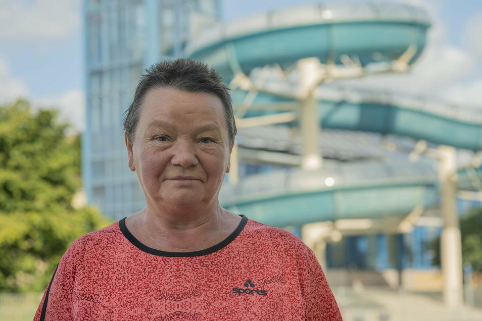 """Die ehemalige Schwimmmeisterin Rosemarie Göbel hat 24 Jahre in der Kamenzer Schwimmhalle gearbeitet. Auch sie kritisiert die abgespeckte Sparvariante des Neubaus. """"Hier sollte man noch einmal dringend reden"""", meint sie."""