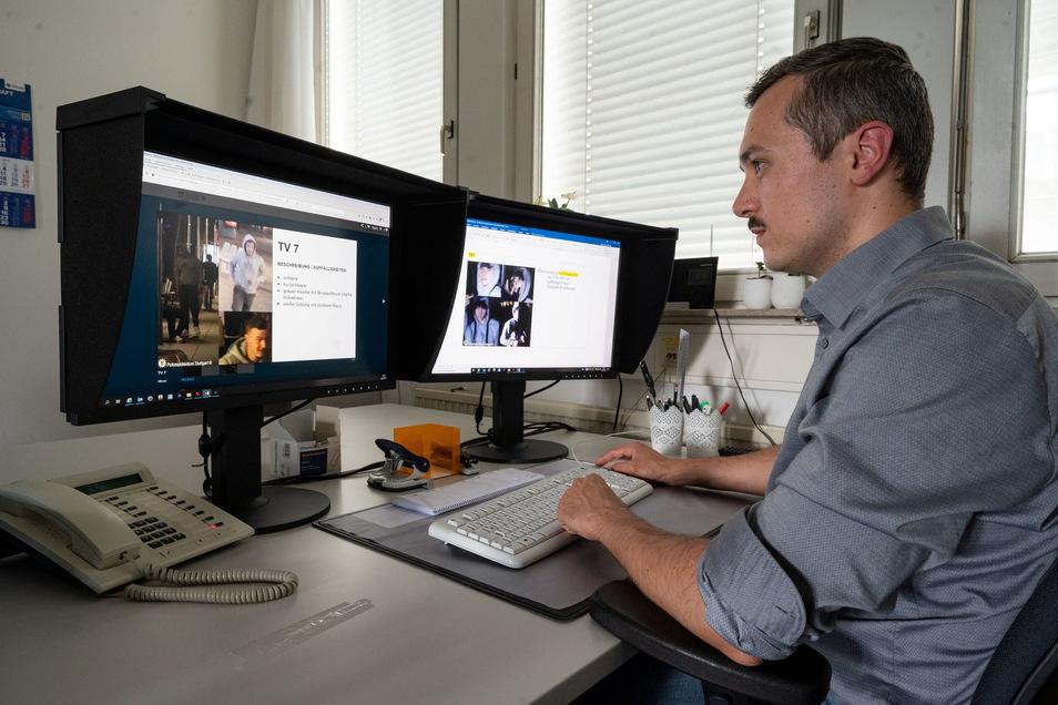 Michael Aschenbrenner, Super-Recogniser des Polizeipräsidiums Stuttgart, betrachtet auf zwei Monitoren Fahndungsbilder.