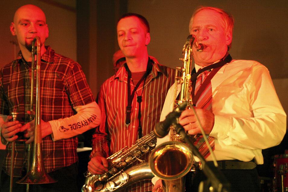 Als Saxofon-Legende begeisterte er im selben Jahr bei der Feier seines 50-jährigen Bühnenjubiläums im Gleis 1 im Görlitzer Bahnhof mit einem fünfstündigen Konzert.