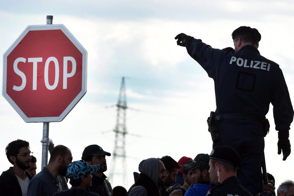 Ein österreichischer Polizist an der Grenze.