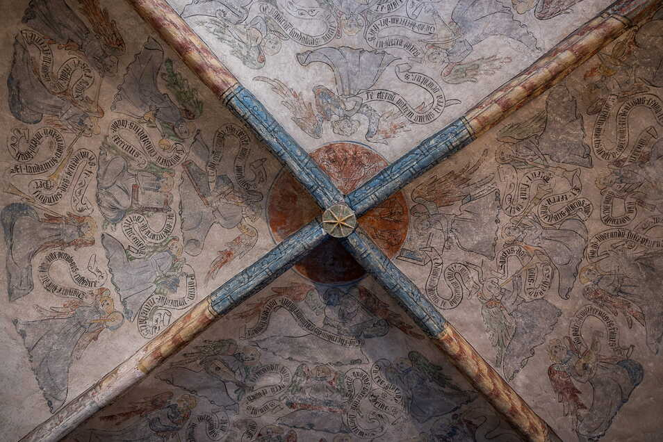 Das Engelfresko von etwa 1430 an der Decke der Görlitzer Dreifaltigkeitskirche. Bis heute kommt die Engelshierarchie in einem Weihnachtslied aus dem 16. Jahrhundert vor, das auch Jacob Böhme kannte.