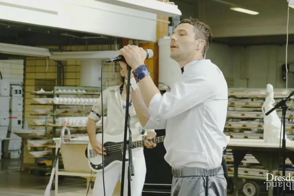 Harter Job für die Dresdner Band. Die Arbeit in der Porzellanmanufaktur Meißen. Beim Konzert in der Ofenhalle wurde es ziemlich warm.