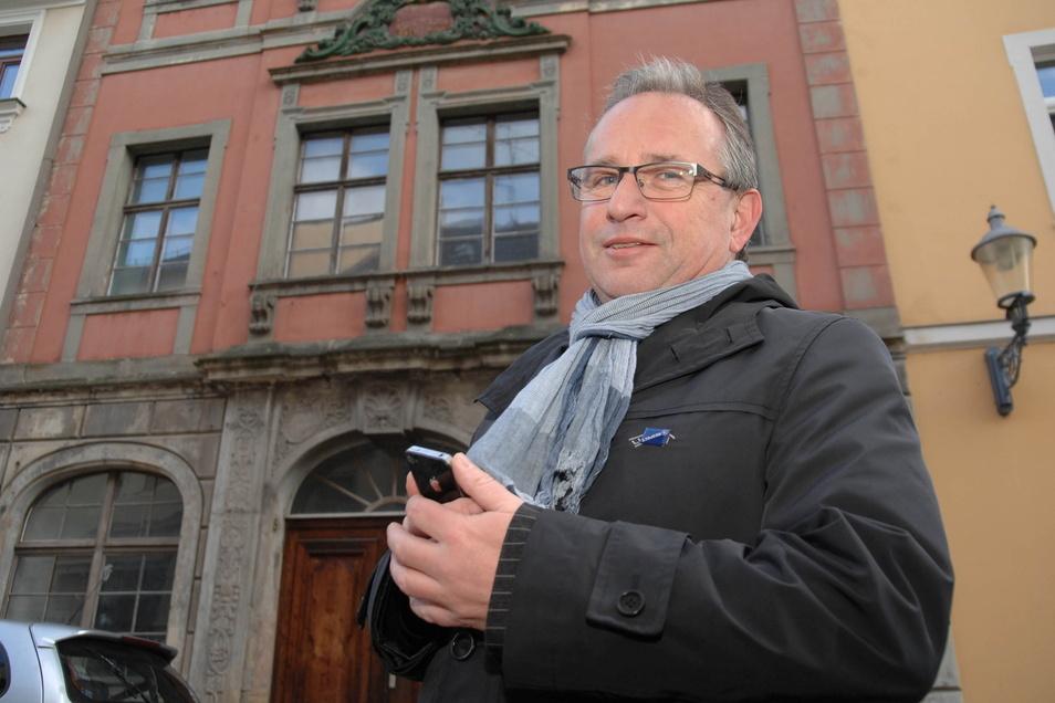 Professor Evžen Amler vor seinem Haus auf der Inneren Oybiner Straße 5.