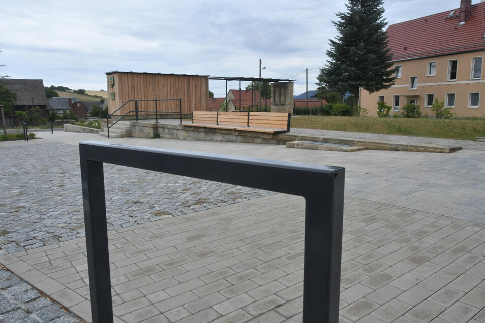 Der neu gestaltete Dorfplatz in Mittelndorf.