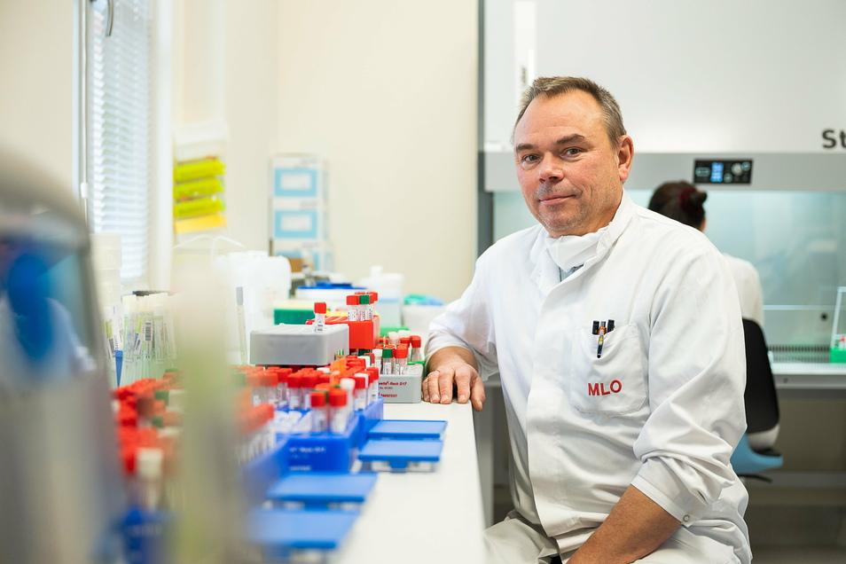 Dr. med. Roger Hillert, Facharzt für Mikrobiologie und Infektionsepidemiologie im Medizinischer Labor Ostsachsen in Görlitz am 22.12.20 Foto: Paul Glaser / glaserfotografie.de