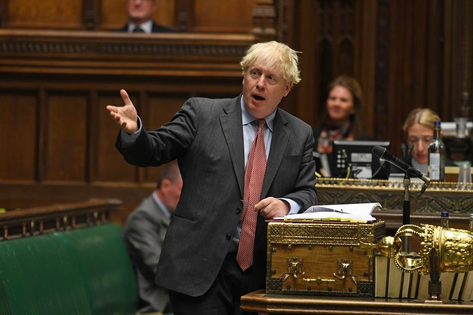 Der britische Premier Johnson ist angesichts hoher Infektionszahlen besorgt: Einen erneuten Lockdown will er aber verhindern.