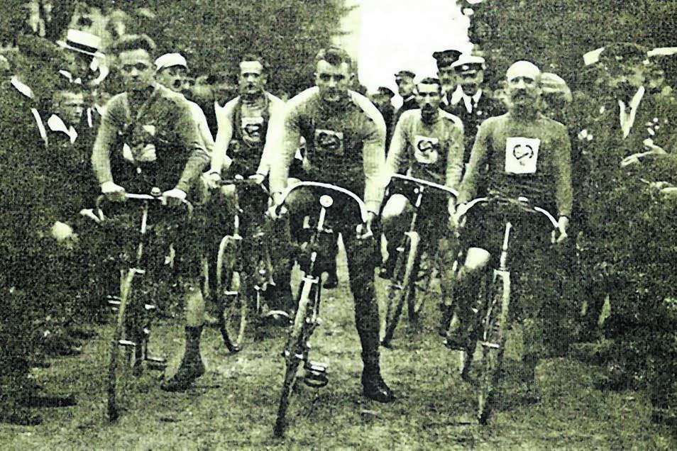 Starterfeld beim Rennen Rund um die Landeskrone im Jahr 1925
