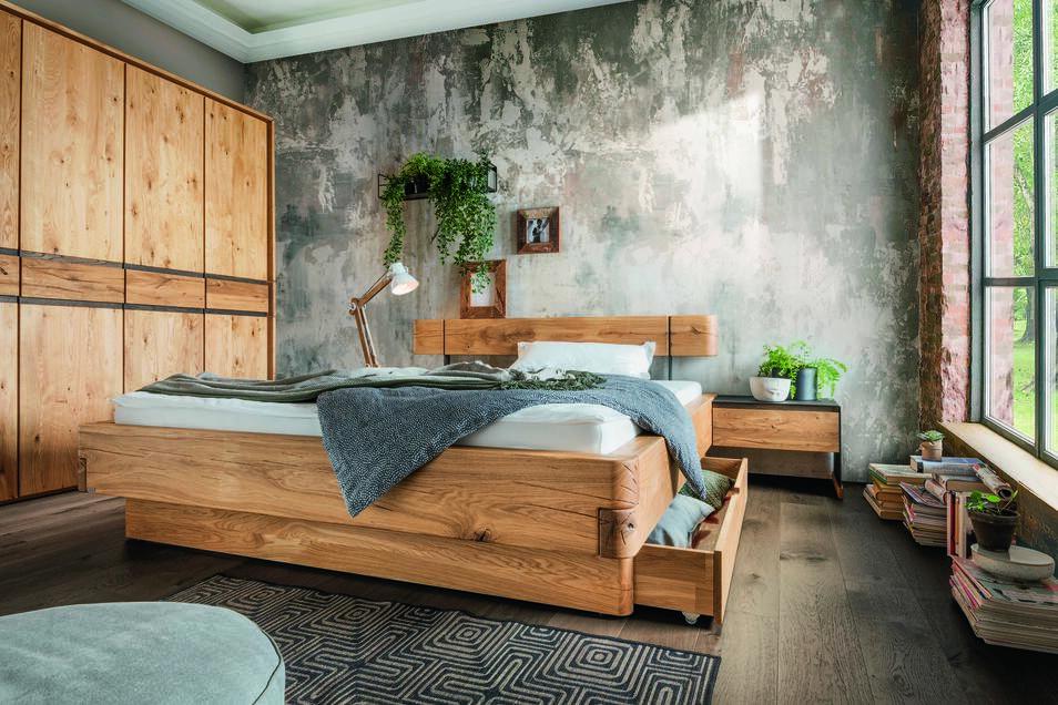 Massivholz-Möbel stehen für ein exzellentes Lebensgefühl und Raumklima.