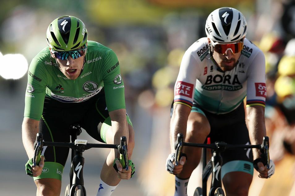 Auch im Sprint um Platz acht von Champagnmole hat Peter Sagan (r.) das nachsehen gegen seinen ehemaligen Teamkollegen Sam Bennett.