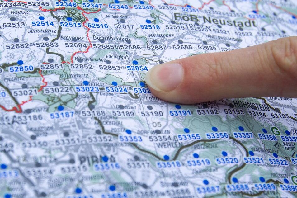 So sieht die Landkarte mit den geplanten Inventurtrakten aus. Der Finger zeigt auf Trakt 53024 im Liebethaler Wald.
