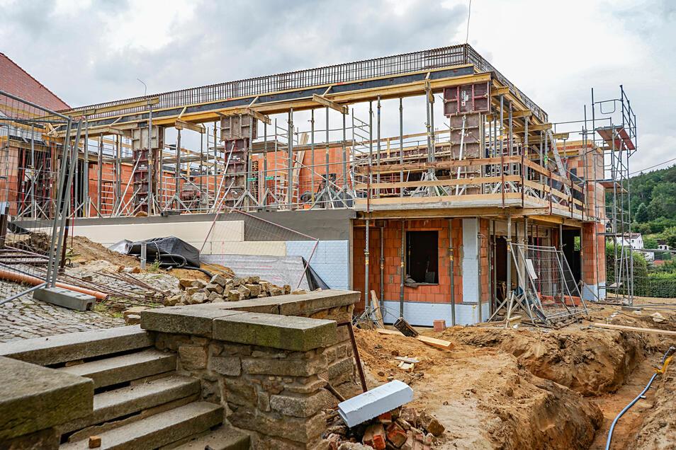 Wie das neue Gemeindezentrum in Schirgiswalde einmal aussehen wird, ist jetzt schon gut zu erkennen. Im Obergeschoss entsteht ein großer Saal.
