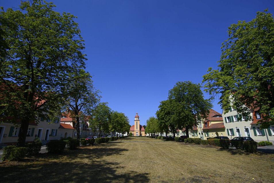 Blick auf die Kulturkirche und die Wohnbauten der Gartenstadt Lauta.