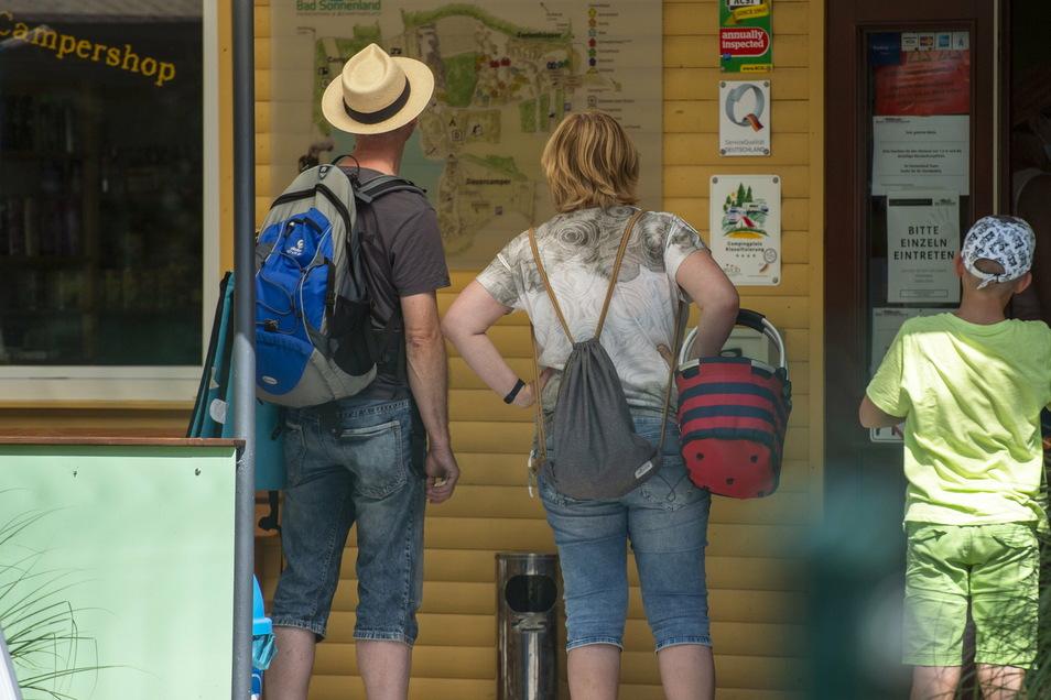 Ob das diesen Sommer wieder funktionieren wird? Familien zieht es vor allem in den Ferienpark Bad Sonnenland. Die Rezeption stellt gerade auf Online-Buchen um.