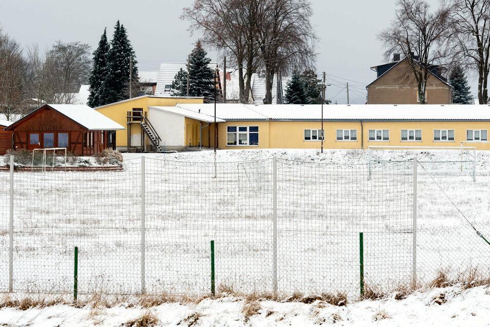 Fußballplatz in Lichtenhain: Für den Spielbetrieb fehlte der Nachwuchs.