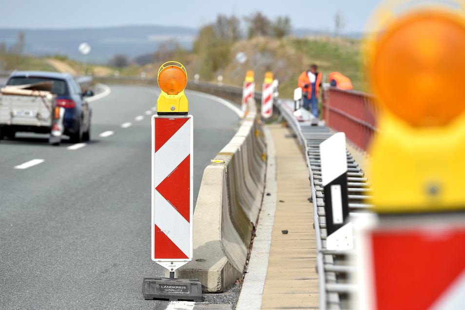 Noch sind Bauarbeiter an der Talbrücke bei Wohla tätig.