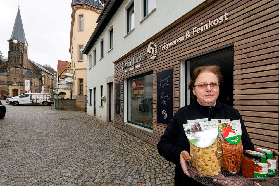 Hausgemachte Pasta und Soßen verkauft Monika Lucia, die Mutter von Firmengründer Mario Lucia, künftig im Feinkostladen am Stadt Wehlener Markt.