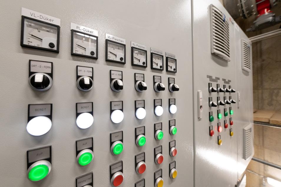Dieser Schaltschrank und die anderen Anlagen im Tunnel werden von der Leitzentrale am Kraftwerk Nossener Brücke aus fernüberwacht.