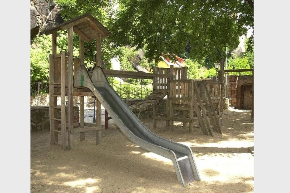 So sah der Spielplatz Unterm Schloß vorm Hochwasser 2010 aus. Nun sollen an dieser Stelle wieder Kinder spielen können.