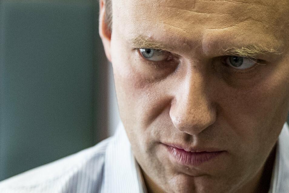 Der russische Oppositionsführer Alexej Nawalny wurde mit einem verbotenen Nervenkampfstoff vergiftet.
