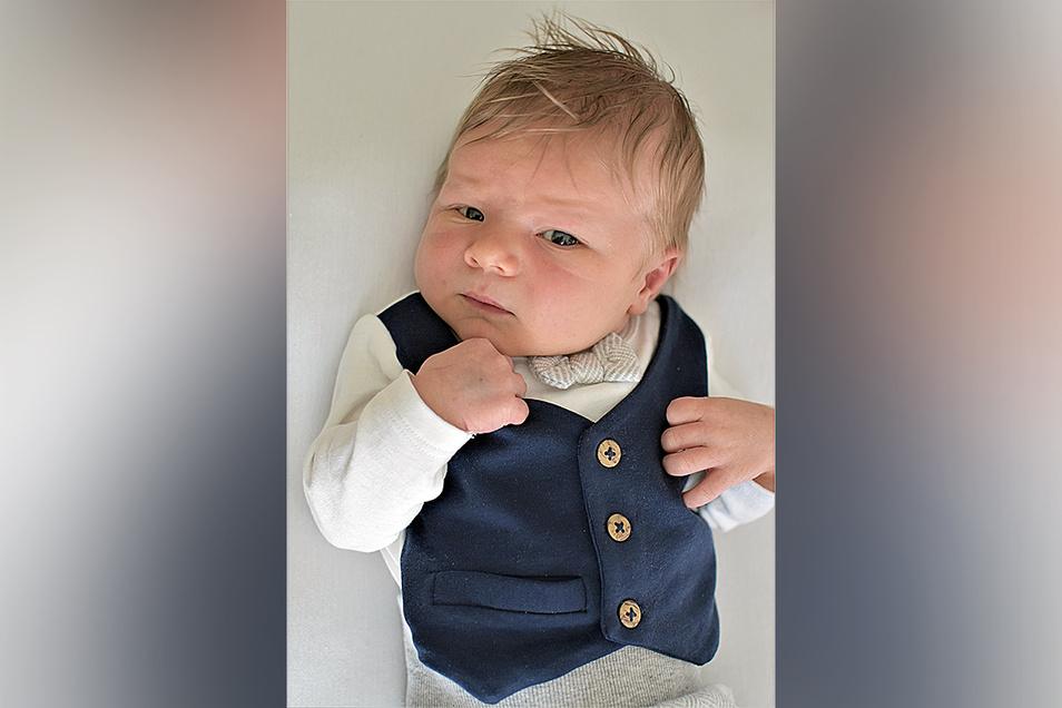 Kiano Finn, geboren am 29. März, Geburtsort: Diakonissenkrankenhaus Dresden, Gewicht: 3.930 Gramm, Größe: 54 Zentimeter, Eltern: Melody Lange, Wohnort: Dresden