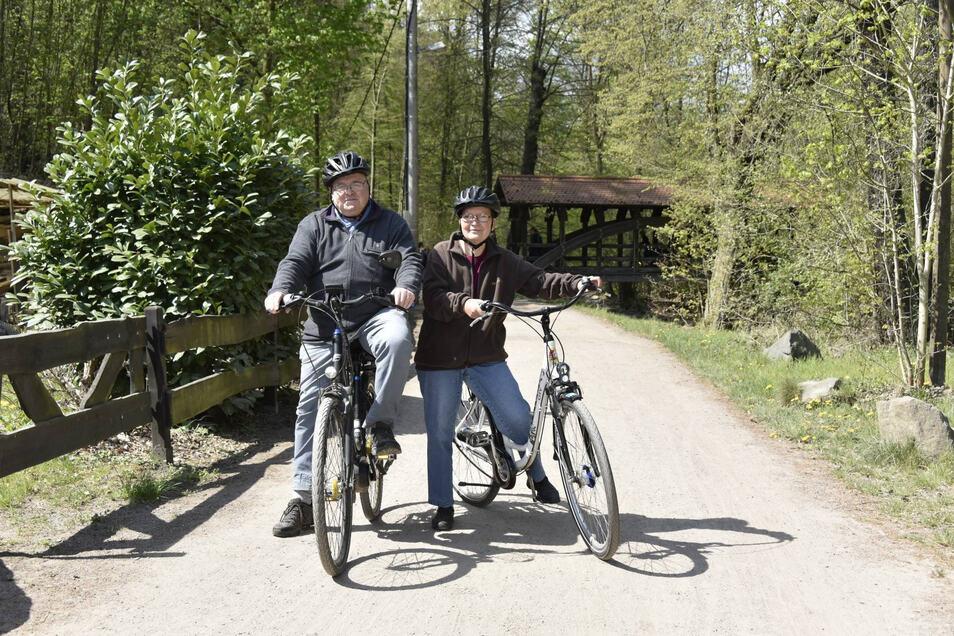 Jochen und Andrea Ebert aus Rabenau sind kurz vor dem Ziel ihrer 20-Kilometer-Radtour.