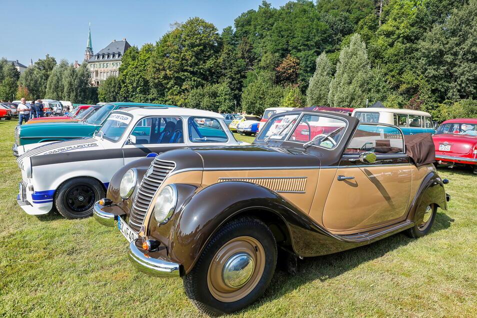 """Zum """"Oberlausitzer Classic Tag"""" kamen etliche Oldtimer auf die Festwiese unterhalb der Löbauer Messehalle wie auch dieses IFA F8 Gläser-Cabrio, Baujahr 1953."""