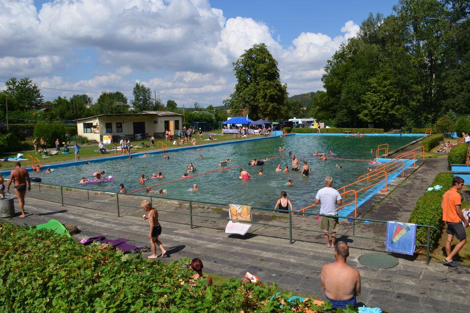 Für die Nutzer des Waldbades Polenz ist das Bad ein Kleinod, was sie behalten wollen.